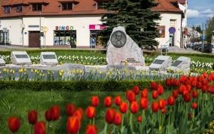 Obelisk Jana Pawła II na rondzie w Krzeszowicach